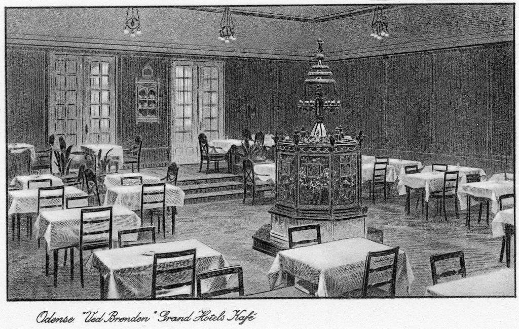 Tegning af Genforeningsbrønden på Grand Hotel ca. 1920.