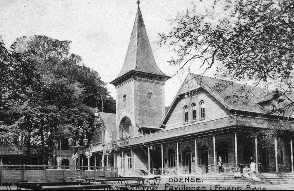 Restauranten Skovpavillonen i Fruens Bøge Skov fotograferet omkring 1930 (Stadsarkivet).