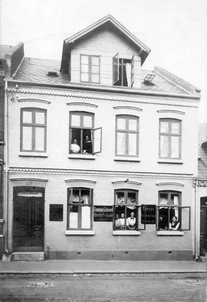 Frida Schmidts ejendom, Skt. Knuds Gade 24.