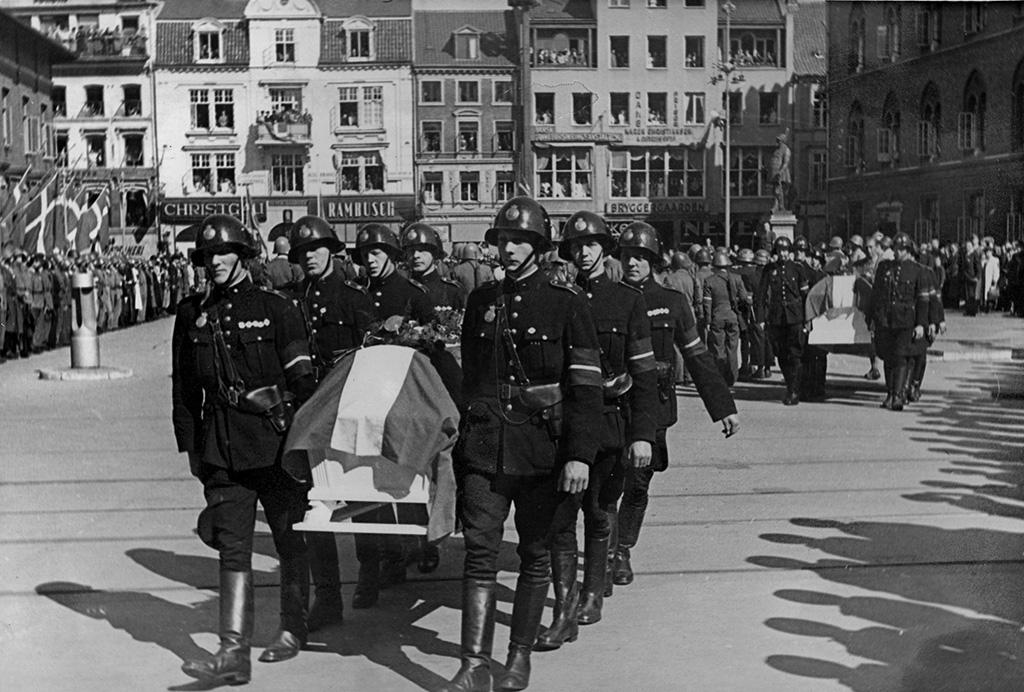 Begravelsesceremoni 8.5.1945 på Flakhaven.
